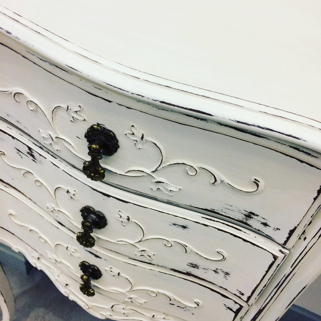 chalk paint distressed